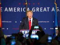 MT. PLEASANT, SC - DECEMBER 7:  Republican presidential candidate Donald Trump speaks to the crowd at a Pearl Harbor Day Rally at the U.S.S. Yorktown December 7, 2015 in Mt. Pleasant, South Carolina. The South Carolina Republican primary is scheduled for February 20, 2016. (Photo by Sean Rayford/Getty Images)