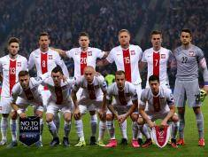 GLASGOW, SCOTLAND - OCTOBER 8 : The Poland team line up for a photograph during the EURO 2016 Qualifier between Scotland and Poland at Hamden Park on October 8, 2015 in Glasgow, Scotland. (Photo by Mark Runnacles/Getty Images)