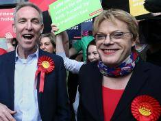 GLASGOW, SCOTLAND - MAY 04:  Jim Murphy (L), the leader of the Scottish Labour Party, campaigns with comedian Eddie Izzard (R) on May 4, 2015 in Glasgow, Scotland. Campaigning is continuing by all parties throughout the United Kingdom ahead of the forthcoming general election.  (Photo by Carl Court/Getty Images)