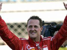 Monza, ITALY:  Former Ferrari driver Micheal Schumacher waves at fans during Ferrari Day at the Monza racetrack 29 October 2006. The 37-year-old Schumacher, who retired as a driver after piloting his Ferrari to fourth place in the Brazilian Grand Prix 22 October 2006, is to stay with Ferrari as assistant to new chief executive officer Jean Todt. AFP PHOTO / FILIPPO MONTEFORTE  (Photo credit should read FILIPPO MONTEFORTE/AFP/Getty Images)