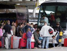 LONDON, ENGLAND - MAY 20:  Passengers board a bus leaving for Poland from Victoria coach station on May 20, 2009 in London, England. The Office for National Statistics (ONS) has released new figures showing a slow down in the number of migrants taking official residence in the UK from EU countries such as Poland due to an increase in the number leaving.  (Photo by Dan Kitwood/Getty Images)