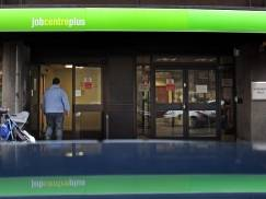 BATH, ENGLAND - JANUARY 18:  People enter the Jobcentre Plus office on January 18, 2012 in Bath, England. Figures released today show that the UK unemployment rate has risen to 17-year high rising by 118,000 in the three months between September and November taking the total jobless count to 2.685 million.  (Photo by Matt Cardy/Getty Images)