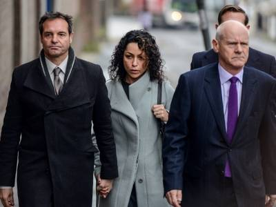 LONDON, ENGLAND - JANUARY 06: Eva Carneiro (C) and husband Jason De Carteret (L) arrive at Montague Court, Croydon for an initial hearing in an employment tribunal on January 6, 2016 in London, England. Carneiro is claiming constructive dismissal against Chelsea Football Club and also has a seperate but connected case against former manager Jose Mourinho,for alleged victimisation and discrimination. (Photo by Chris Ratcliffe/Getty Images)