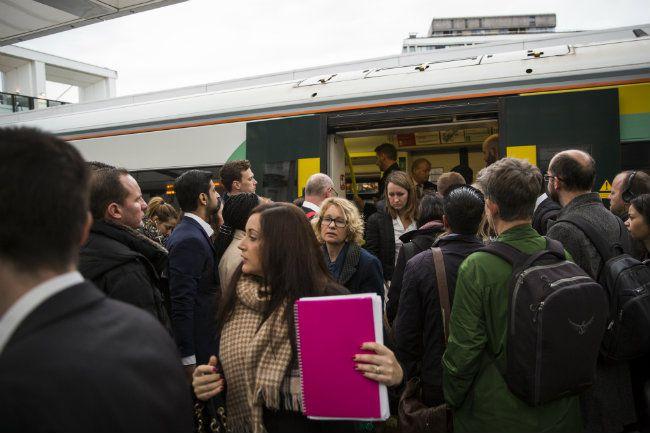 Strajk Pracowników Southern Rail Powoduje Ogromny Chaos