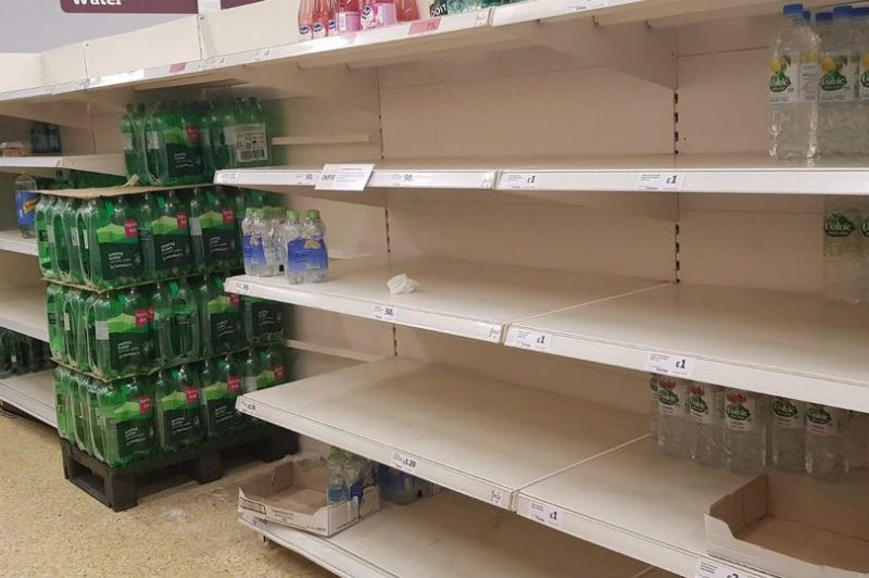 Puste Półki Sklepowe W Tesco Sainsburys Morrisons I Asda